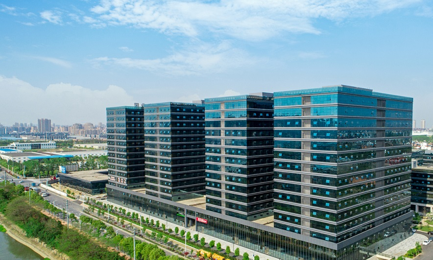 总面积136万平方、一二期完成23万平方方正在招商半小时可直达市中心