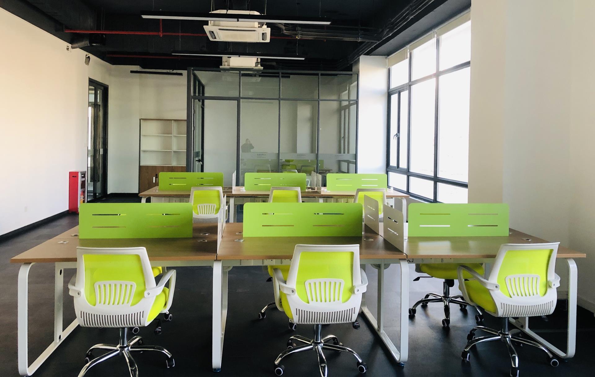 丰泽高新产业园现在有联合办公空间80-300平方办公室出租,交通便利,拎包入住,国企园区,免租期,政策扶持,地铁旁