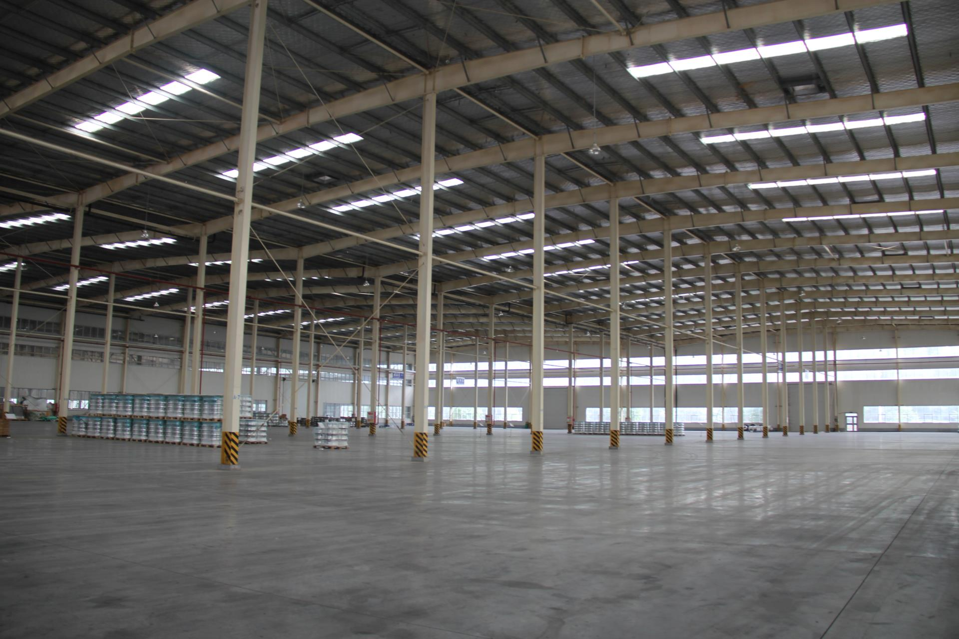 广饶经济技术开发区智能制造产业园,现有标准厂房6万平方米,可租售或租赁,交通便利通水通电。